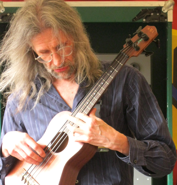 Peter Morgan, Bass Ukulele, Kala Ubass